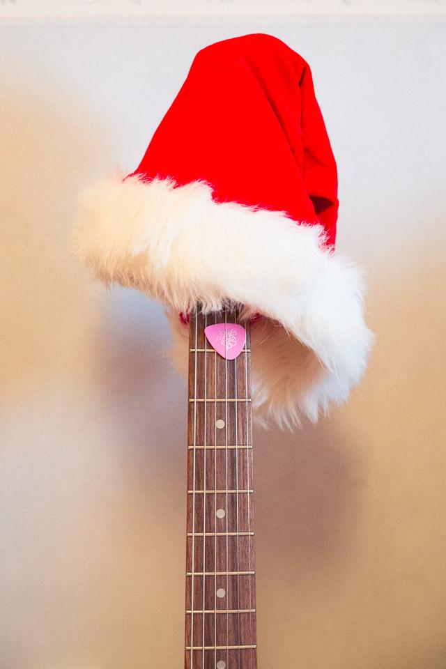Julmusik - Elgitarr med tomteluva