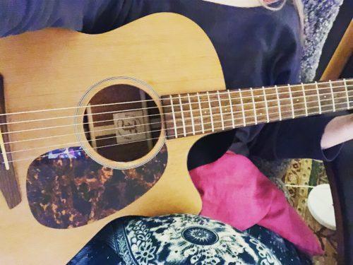 Egentid, gitarr, vila och film