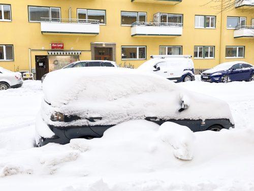 Översnöad, övergiven bil - Amoll.net