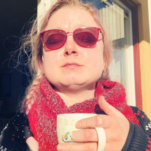 Te, solsken och Bamseplåster - Amoll.net