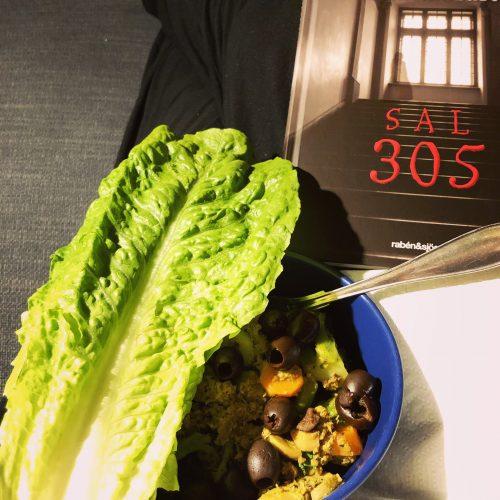 Fredagkväll med bok och mat på soffan - Amoll.net